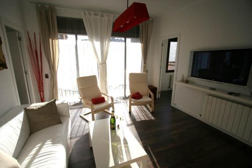 A seating area at Near Clot & Sagrada Familia Apartment
