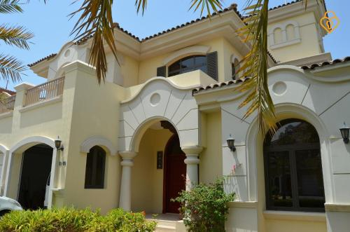 Keys Please Holiday Homes - Beach Villa on Palm Jumeirah Island