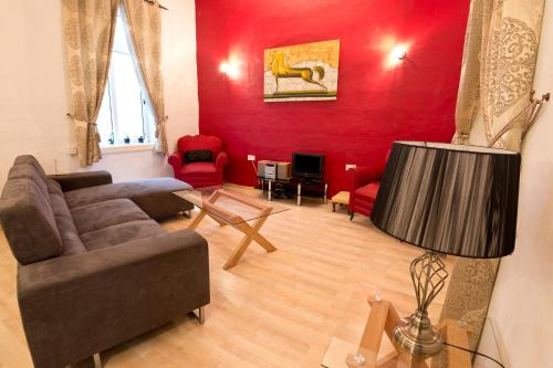 A seating area at Valletta Arch Apartment