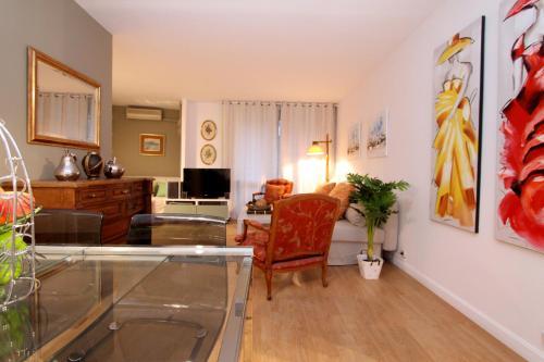 A kitchen or kitchenette at Apartamento Tosca Deco
