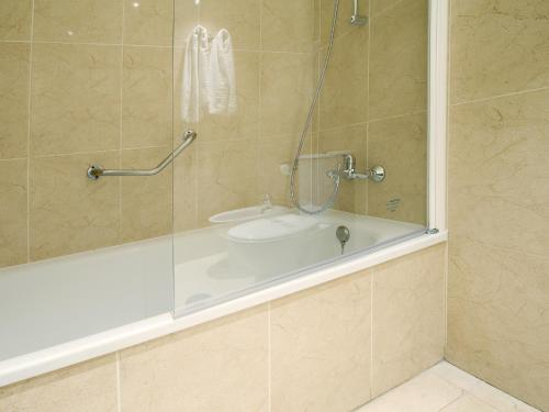 A bathroom at Fuengirola Beach Apartamentos Turísticos