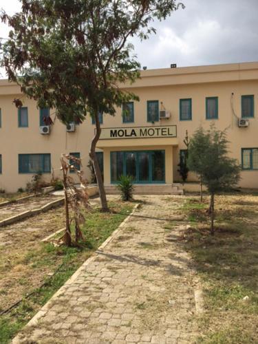 Mola Motel