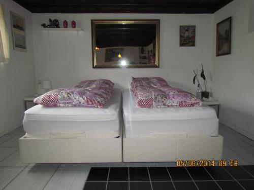 A bed or beds in a room at Køge Bed & Kitchen