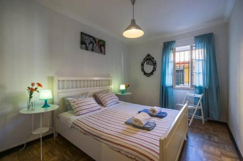 A bed or beds in a room at Cascais Boutique Apartment