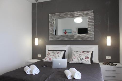 A bed or beds in a room at Violeta Hvar