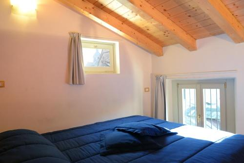 A bed or beds in a room at Le Stanze del Lago Apartments