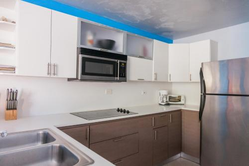 A kitchen or kitchenette at Wave Coast