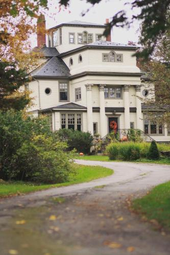 Annfield Manor