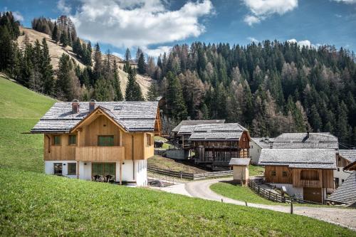 Mountain Chalet Pia