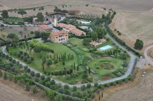 Casale Tormaggiore Villa And Country Suites