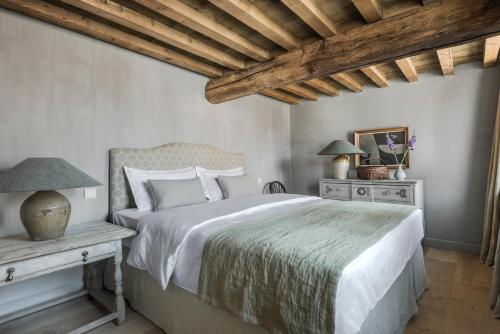 A bed or beds in a room at Loft Katelijne