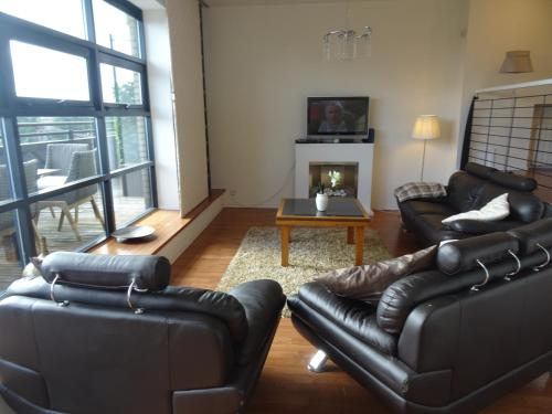 A seating area at Orchid Penthouse Duplex - Glasgow City Centre