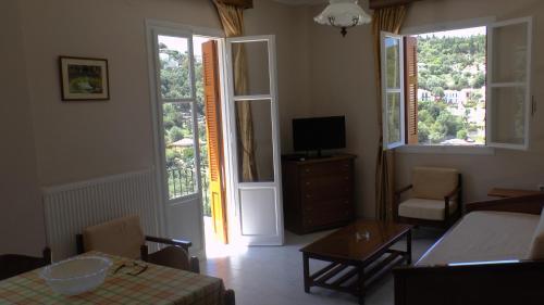 Телевизор и/или развлекательный центр в Captain's Apartments