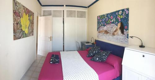 A bed or beds in a room at El Mirador Los Cristianos Tenerife