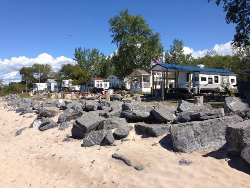 Brennan Beach Lakeview Loft Park Model 7