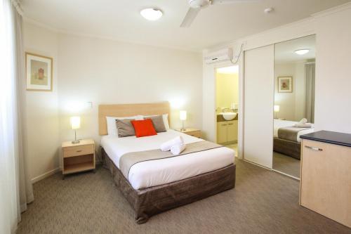 A room at Caloundra Central Apartment Hotel