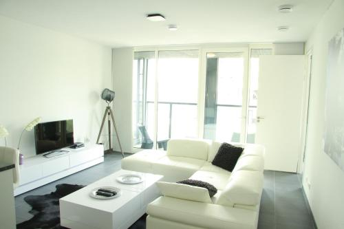 Calypso 220 Luxury Apartment with Private parking and Gym