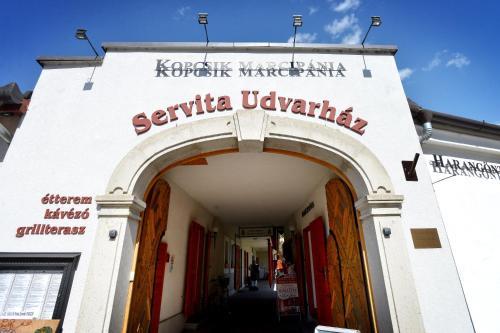 Servita Udvarház