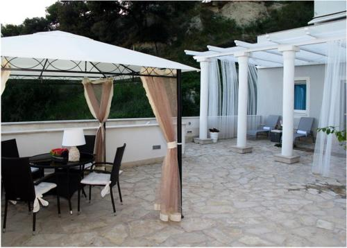 AdiOro Luxury Beachfront Apartment
