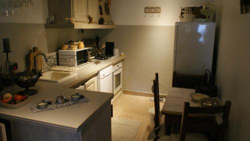Cuisine ou kitchenette dans l'établissement Cals le Gîte