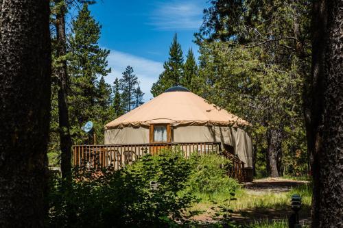 Bend-Sunriver Camping Resort 24 ft. Yurt 9
