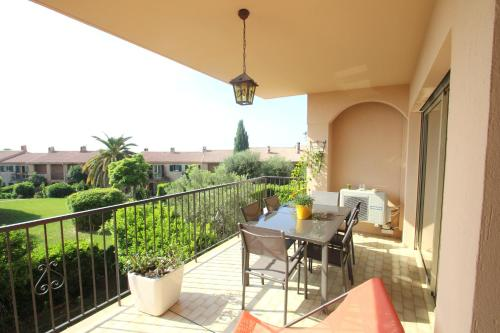 A balcony or terrace at Riviera Le Fabron