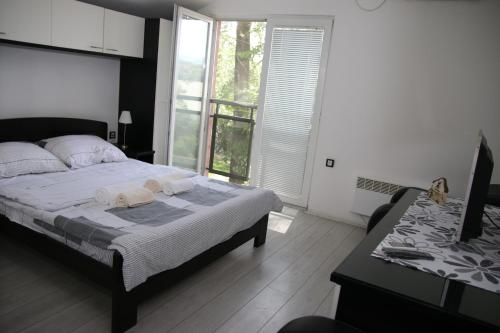 Madea Apartment Piknik