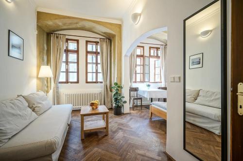 A seating area at Apartmány Nerudova 36
