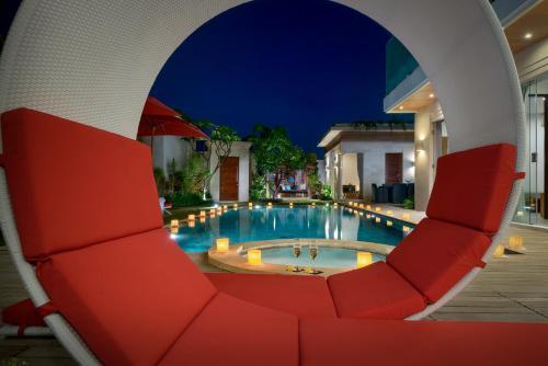 The swimming pool at or near Villa Miro