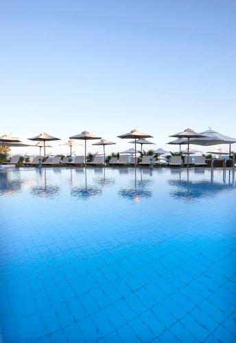 Het zwembad bij of vlak bij Thalassa Beach Resort & Spa (Adults Only)