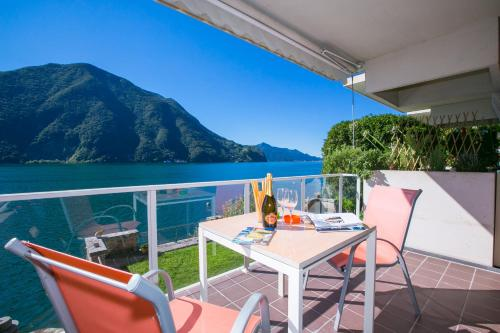 A balcony or terrace at Castagnola Front Lake