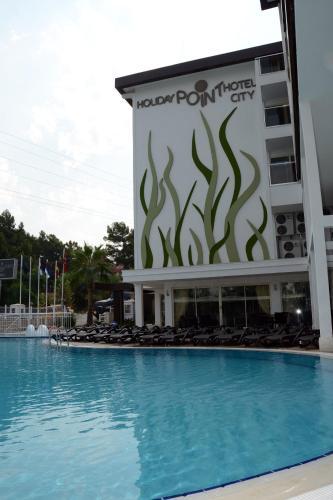 Bazen u ili blizu objekta Holiday City Hotel-All Inclusive
