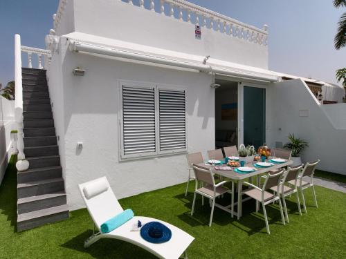 A patio or other outdoor area at Bungalow Playa del Inglés JF/GI
