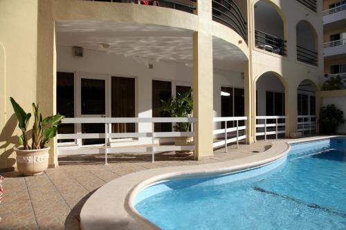 The swimming pool at or near Aparthotel Calema Avenida Jardim