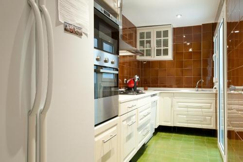 A kitchen or kitchenette at Gold Dreem Les Corts