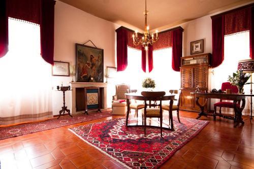 The lounge or bar area at Villa Sogara