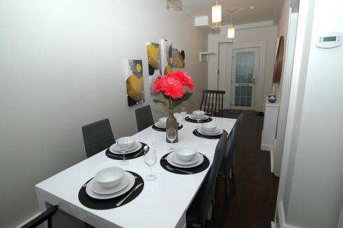 Ein Restaurant oder anderes Speiselokal in der Unterkunft Hove Lodge