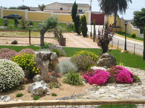 A garden outside Casa Agricola Quinta Da Junqueira