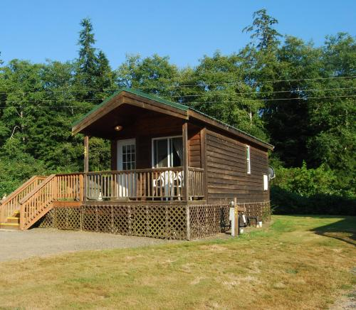 Seaside Camping Resort One-Bedroom Cabin 6