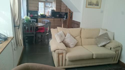 The lounge or bar area at Rudge Cottage