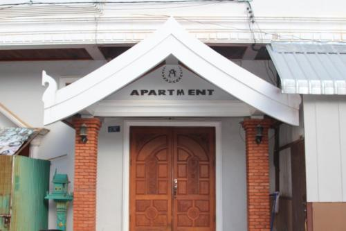 De façade/entree van Avalon Apartment
