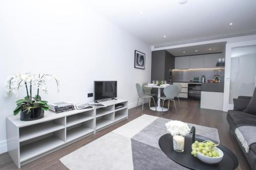 A seating area at Modern 2 bedroom apartment in Central London