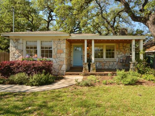 Bouldin Cottage 905
