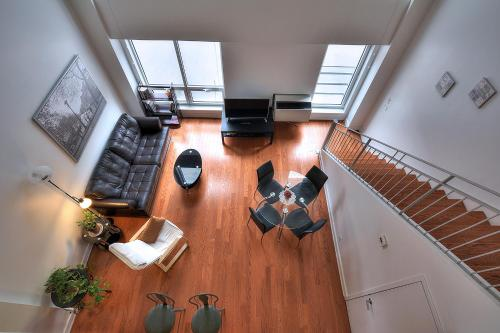 Split Level Apartment on de la Gauchetiere 2