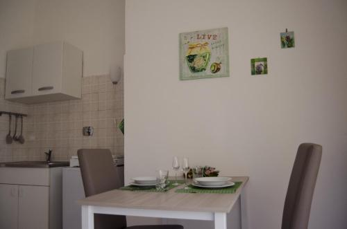 A kitchen or kitchenette at Appartamento Parella