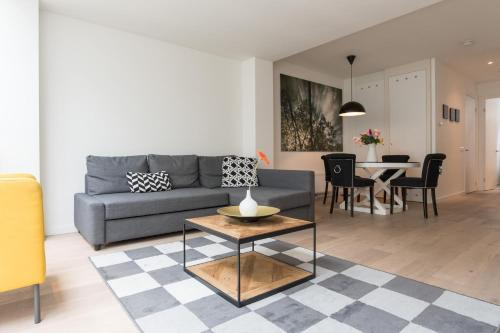 A seating area at Ruby van Gogh Apartments