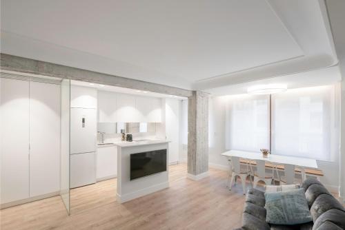 Una cocina o zona de cocina en Apartamento Zurriola Luxury - Surf Beach