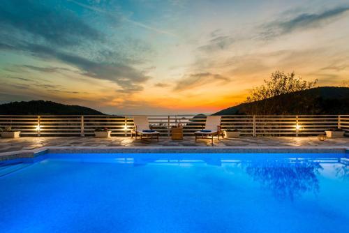 The swimming pool at or near Villa Idealia