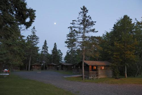 Narrows Too Camping Resort Cabin 10