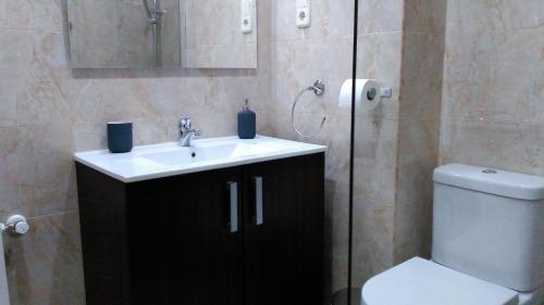 A bathroom at Madrid Rent 3